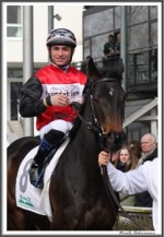Bremer Galopprennen Mit Shetty 300318 Amazing Sun Mit Jockey Vahdettin Kaplan IMG 0475
