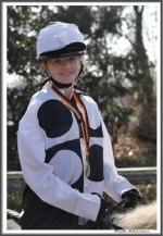 Bremer Galopprennen Mit Shetty 300318 Shetty Zack Vorbei Das Rennen Sieger Igs Medaille IMG 0732