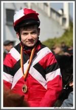 Bremer Galopprennen Mit Shetty 300318 Shetty Zack Vorbei Das Rennen Sieger Igs Medaille IMG 0733