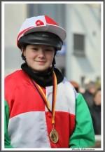 Bremer Galopprennen Mit Shetty 300318 Shetty Zack Vorbei Das Rennen Sieger Igs Medaille IMG 0735